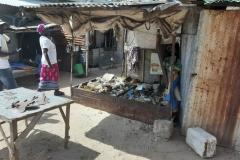 Was für uns aussieht wie Müll, ist in Senegal sehr gefragt. Nützliche Dinge, die nicht mehr gut aussehen, aber noch brauchbar sind.