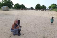 Die kleine Malia lebt in Diouman. Sie freute sich sehr über unseren Besuch.