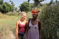 Die 80-jährige Tabara ist nicht die älteste Dame in Tocassone! Ihre große Schwester Khady ... zeigte uns Tabara das Gelände.
