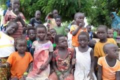 Das sind die Kinder des Dorfes Diouman.