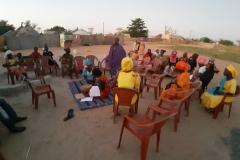 Die Mitgliederinnen der Fraueninitiative treffen sich für eine Versammlung  in Gapo, um über ihr Anliegen zu reden.