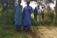 Sie sind hier die Anführer der Kommune in Patar. Sie zeigen uns ihre Umgebung.